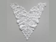 Dekolleté bestickt G009 in weiß mit Perlen und Pailletten, Breite ca. 33 cm, Höhe ca. 33 cm