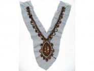 Dekolleté-Tülleinsatz CLA 5002 mit Pailletten, Perlen, Strasssteinen, Farbe kupfer, Länge Schrägseite ca. 34 cm