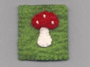 Jim Knopf Filz-Fliegenpilz Rechteck Nr. 12204 in rot-weiß-grün, Größe ca. 5 cm breit, 5,5 cm hoch