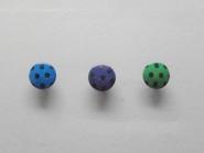 Knopf mit schwarzen Punkten Nr. 6089-24, Größe 24 (ca. 15 mm)