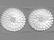 Satinblume plissiert auf Tüllband G2122 in weiß mit Strassteinen, Durchmesser ca. 8 cm