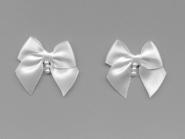 Satinschleife mit Perlenanhänger Nr. 80284, Farbe weiß, Größe ca. 4 x 4 cm