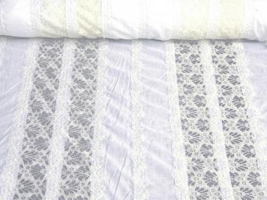 Baumwollstoff 80604 weiß mit 7 cm breiten Spitzenborten in creme