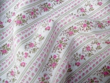 Baumwollstoff 8010205 natur hell mit Rosendruck, Farbe rosa