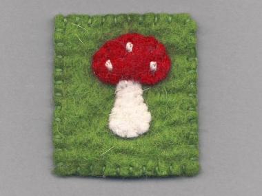 Jim Knopf Filz-Fliegenpilz Rechteck Nr. 12204 in rot-weiß-grün