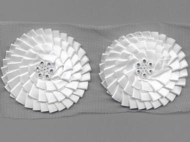 Satinblume plissiert auf Tüllband G2122 in weiß mit Strassteinen