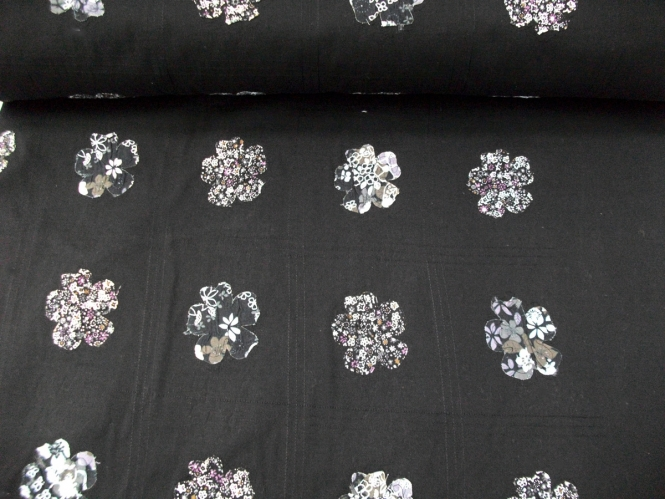 Baumwollstoff schwarz PO-092369 mit aufgenähten Blumen