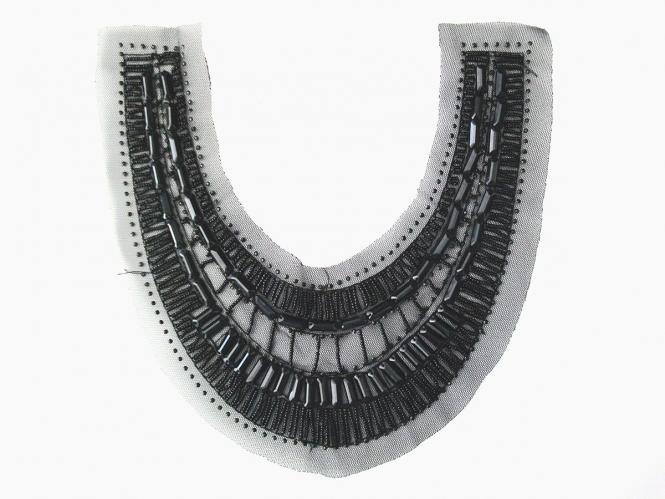 Dekolleté-Tülleinsatz NC0024 mit Stabperlen in schwarz