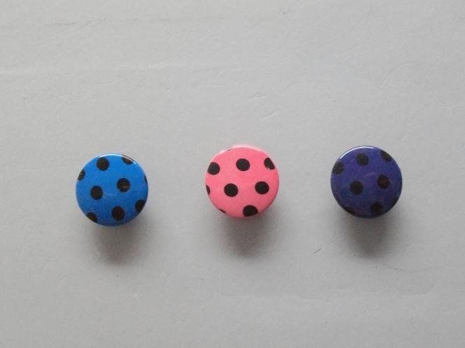 Knopf mit schwarzen Punkten Nr. 6089-28