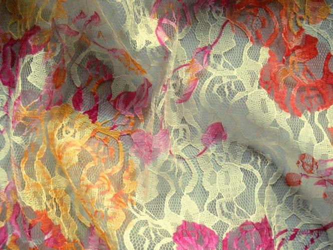 Spitzenstoff L8111-002 in pastellgelb mit Blumenmuster apricot